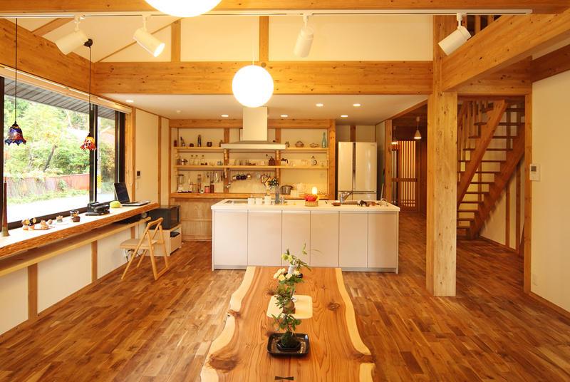 四季折々の借景を楽しむ平屋建ての家