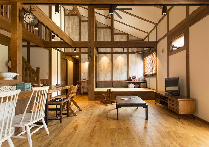 木のぬくもりあふれる美容室併設住宅